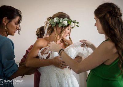 vestizione della sposa al Matrimonio country chic in Villa Pesenti Agliardi, Bergamo