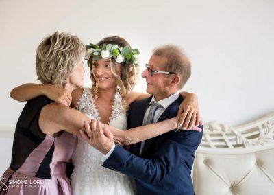 foto di famiglia coi genitori spontanea al Matrimonio country chic in Villa Pesenti Agliardi, Bergamo