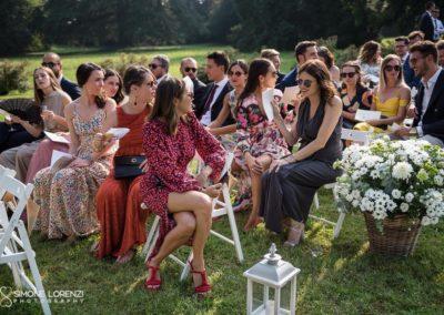 belle invitate in attesa al Matrimonio country chic in Villa Pesenti Agliardi, Bergamo