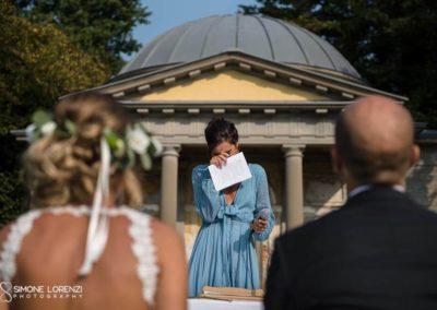 amica in lacrime al Matrimonio country chic in Villa Pesenti Agliardi, Bergamo