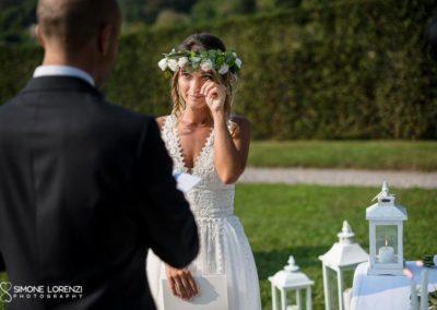 sposa emozionata al Matrimonio country chic in Villa Pesenti Agliardi, Bergamo
