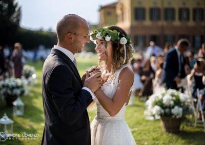 sguardi di sposi innamorati al Matrimonio country chic in Villa Pesenti Agliardi, Bergamo