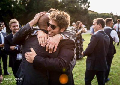 abbracci degli invitati al Matrimonio country chic in Villa Pesenti Agliardi, Bergamo