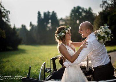 sposi sull'auto al Matrimonio country chic in Villa Pesenti Agliardi, Bergamo
