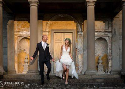 camminata sulle scale degli sposi al Matrimonio country chic in Villa Pesenti Agliardi, Bergamo
