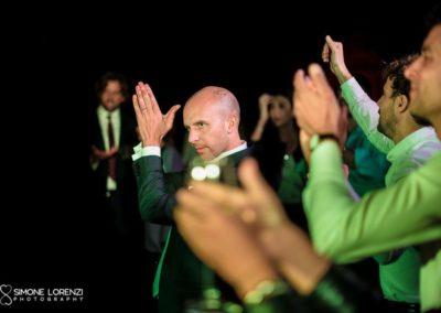 sposo e uomini danzanti durante il Matrimonio civile in Villa Pesenti Agliardi, Bergamo